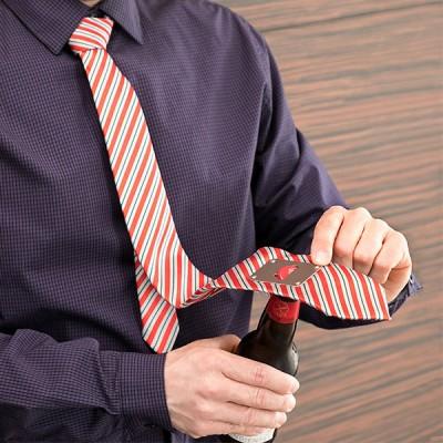 Cravate avec Décapsuleur...